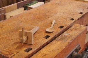 Streichmaß und Löffel, selbst gebaut uneter Anwendung der verschiedenen Holzbearbeitungstechniken